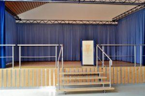 Bühne des Gemeindesaals