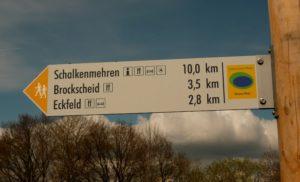 Hinweisschild Wanderwege Eckfeld