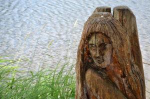 Skulptur am Holzmaar