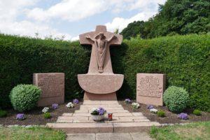 Gefallenendenkmal auf dem Pantenburger Friedhof an der Pfarrkirche Mariä Heimsuchung in Buchholz