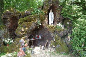 Lourdesgrotte an der Pfarrkirche Mariä Heimsuchung in Buchholz